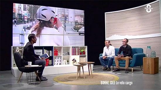 affichez les images pour voir Bruno et Bruno sur le plateau de TV8