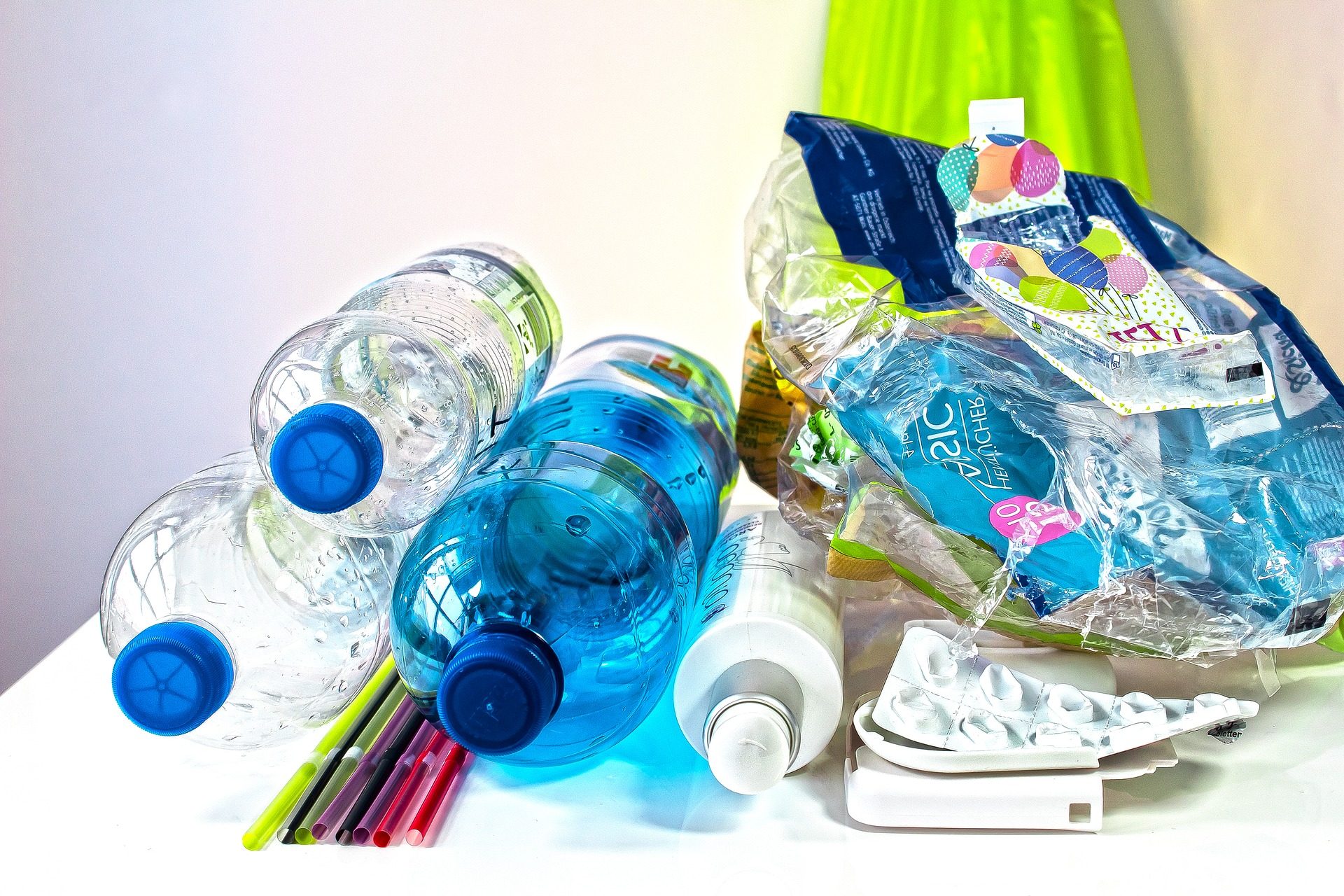 Plastiques à usage unique : orientations de la Commission européenne