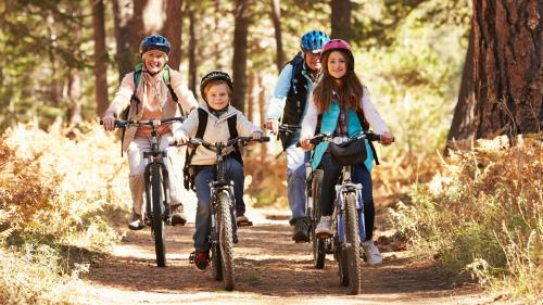Photographie d'une balade à vélo en famille
