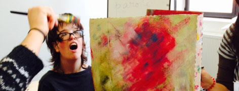 Photo d'un atelier 4 Arts autour de la peinture