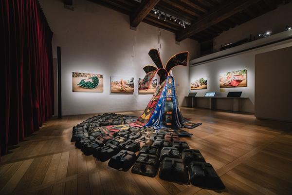 Romuald Hazoumè et Gildas Bi Kakou invitent à décoloniser sa pensée au musée d'histoire de Nantes