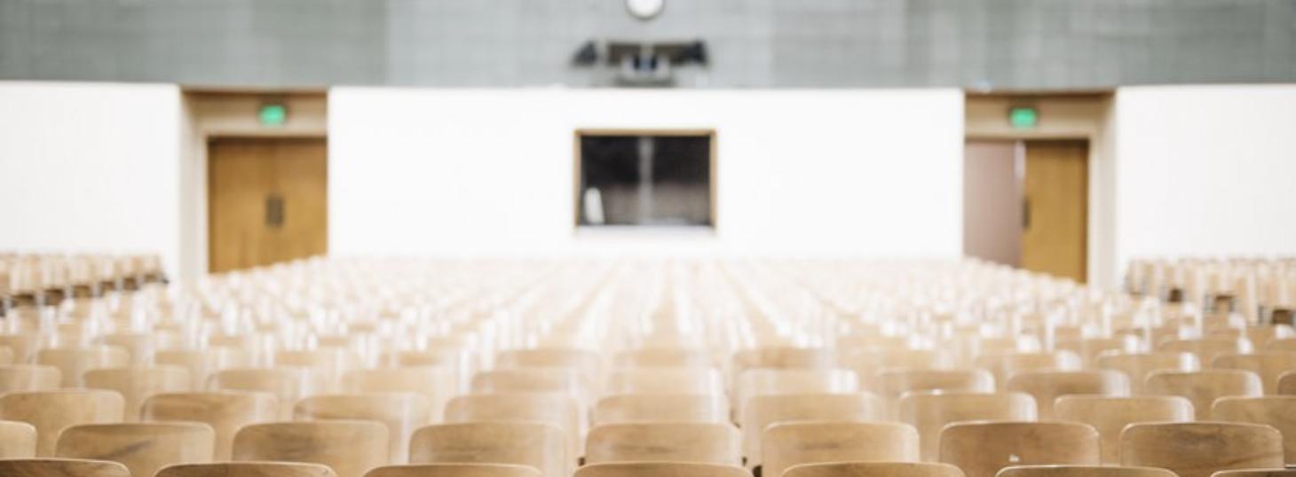 Ein leerer Hörsaal (Foto: Nathan Dumlao, Unsplash)